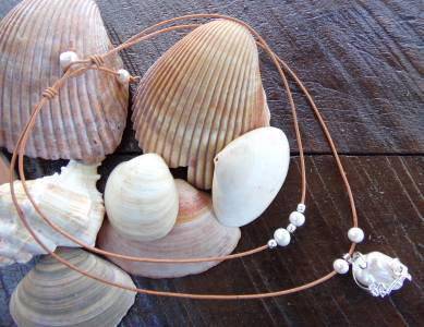 Large Hole Pearl and Leather Necklace Gilligans Boutique Made In USA N202 ~