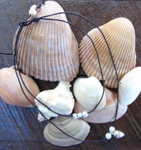 Large Hole Pearl and Leather Necklace Gilligans Boutique Made In USA N215 ~