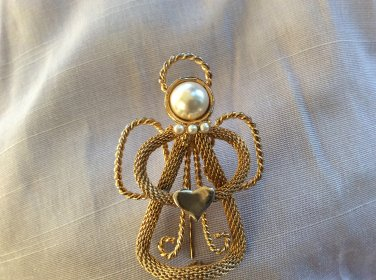 Halo Mesh Angel with Heart and Faux Pearls Gold Tone Brooch Pin