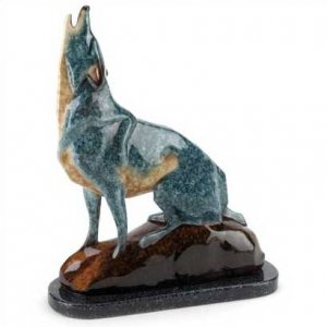 3998800: Marbleized Howling Wolf Sculpture