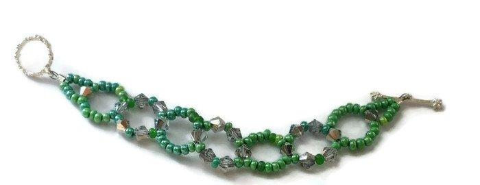 Hand Made Green Women's Beaded Bracelet (B00530)