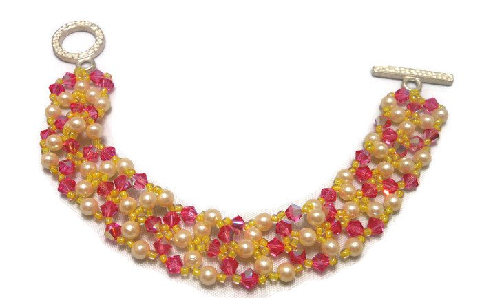 Hand Made Women's Light Pink And Pearls Crystal Beaded Bracelet (B03142)