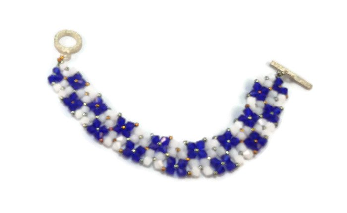 Hand Made Blue And White Crystal Bracelet (B01447)