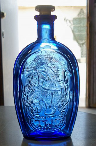 Blue Franklin TWD unknown maker bottle Eagle and a Ship used and empty