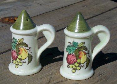 Poppytrail by Metlox Provincial Fruit Salt and Pepper Shaker set used nice