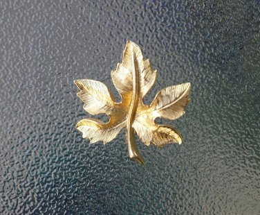 Vintage 60s Gold Tone Maple Leaf Pin Brooch