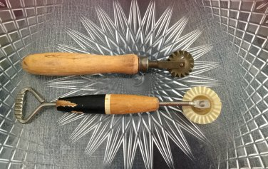 VTG 40s Pie Crust Cutter Crimper Wheel Ravioli Trimmer Set of 2 Kitchen Tools Gadgets Utensils