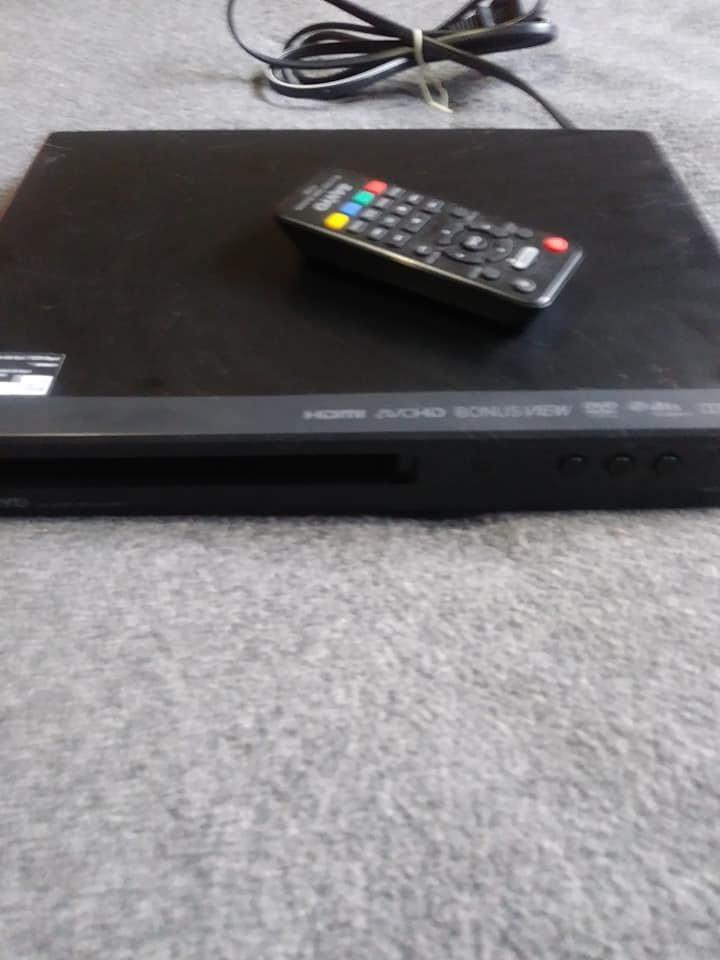 Sanyo Blu-Ray & DVD Player (w/remote) - Broken