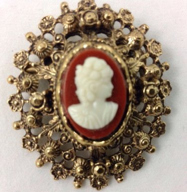 VINTAGE ESTATE GOLD TONE CAMEO OVAL BROOCH
