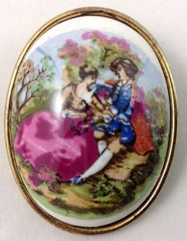 VINTAGE ESTATE GOLD TONE LOVERS PAINTED LOOK PORTRAIT MAN AND WOMAN OVAL BROOCH