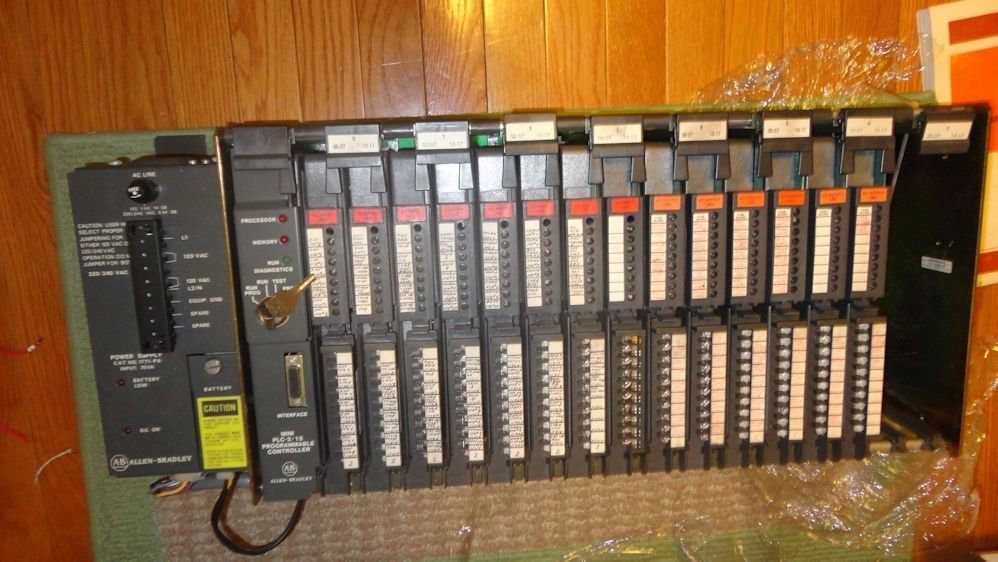 Allen-Bradley  1771AD Mini PLC-2/15 16 I/O Modules.