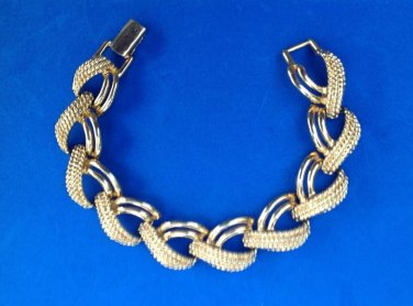 "PRETTY GOLD TONE NAPIER 7.5"" LONG X 3/4"" WIDE  FANCY LINK BRACELET"