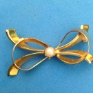 """VINTAGE PIN GOLD TONE BOW WITH CENTER PEARL  @ 1"""" X 1 1/2"""""""