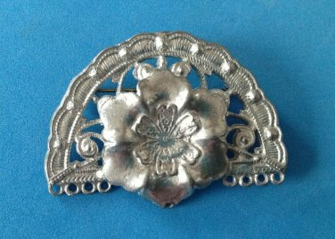 """VINTAGE SILVER TONE FLOWER IN SCALLOPED FRAME PIN 2 1/8 x 1 1/2"""""""