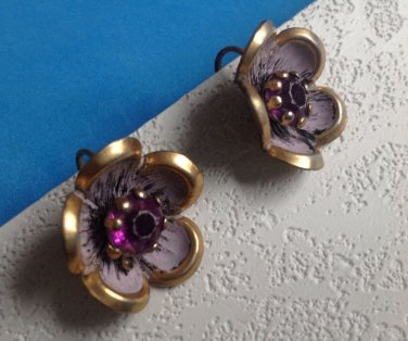 "VINTAGE PURPLE CENTER GOLD TONE & PINK FLOWER DESIGN SCREW ON EARRINGS 7/8"" DIAM"
