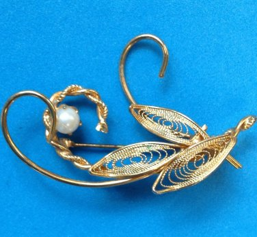 VINTAGE GOLD TONE FILIGREE WITH PEARL PIN...LOVELY