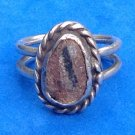 VINTAGE UNMARKED SILVER & BROWN & BLACK STONE OR PETRIFIED WOOD? UNI SEX RING