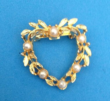 """Heart wreath pin, gold tone with white faux pearls. @ 1 1/4"""" X 1 1/4"""""""