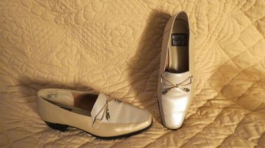 Super cute Mootsies Tootsies Pearly Leather Loafers Shoes Size 8