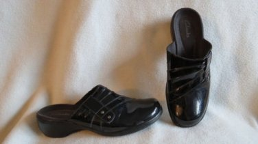 Awesome Clark's Black Patent Leather Clogsl Shoes Size 6.5