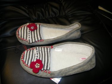 NEW WOMAN'S BONGO MOCCASIN STYLE SLIPPERS XL 11-12