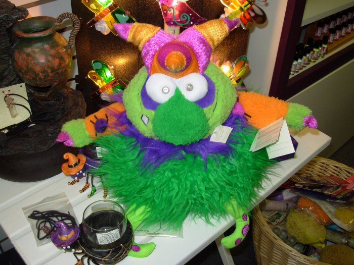 HALLOWEEN GUND MONSTER MANOR GUTT MOTION ACTIVATED SCARY MUSICAL PLUSH GUND NEW WITH TAGS