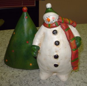 SNOWMAN FIGURINE RUSTIC HAND PAINTED TERRACOTTA NEW GANZ HOME DECOR HOLIDAY CHRISTMAS