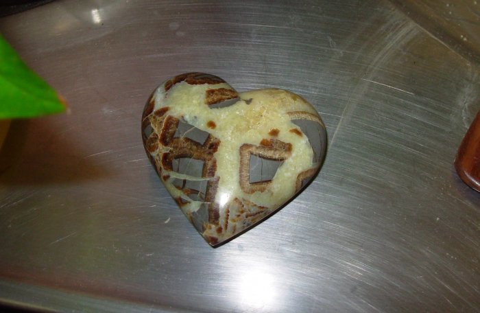 SEPTARIAN HEART ONE OF A KIND MINERAL SPECIMEN OVER 2 INCHES IN DIAMETER