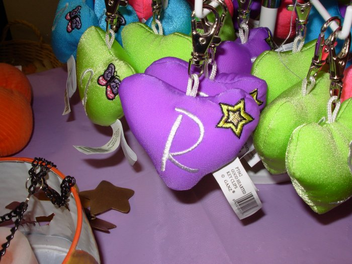 PUFFY HEART ZIP CLIP KEY CLIP WITH THE LETTER R PURPLE NEW GANZ