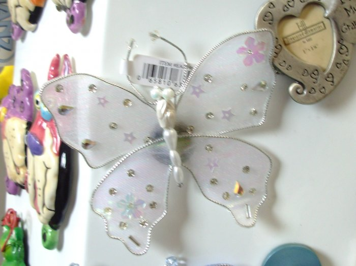 MAGNET WHITE BUTTERFLY SEQUINS CRYSTALS AND BEADS ON NET NEW GANZ HOME DECOR KITCHEN DECOR