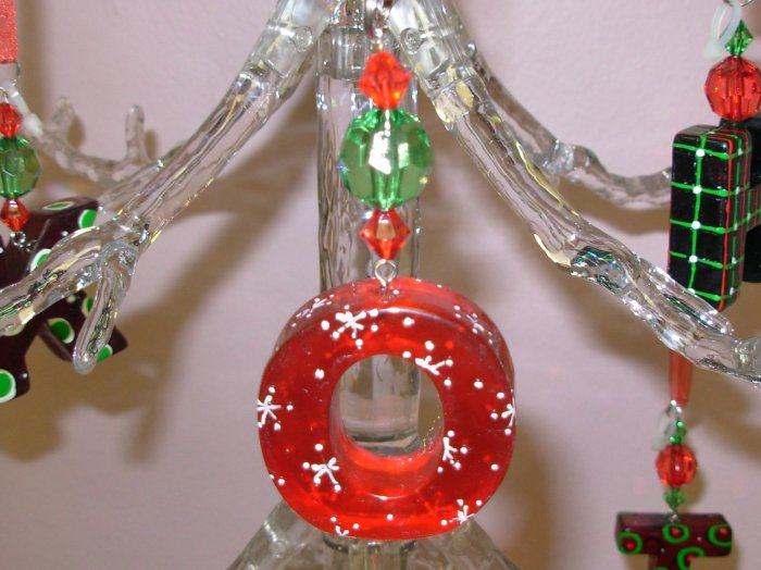 CANDY LIKE CHRISTMAS ORNAMENT LETTER O ACRYLIC ON RED GAUZE RIBBON NEW GANZ HOLIDAY DECOR