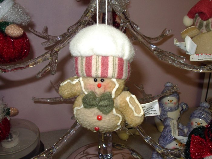 FLEECE GINGERBREAD CHRISTMAS ORNAMENT NEW GANZ HOLIDAY TREE HOME DECOR