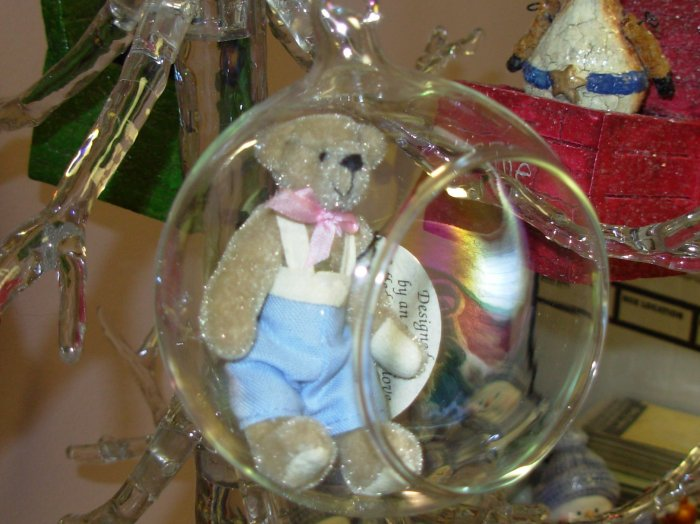 GLOBE ENCASED TEDDYBEAR BILLY COTTAGE COLLECTION CHRISTMAS ORNAMENT NEW GANZ HOME HOLIDAY DECOR