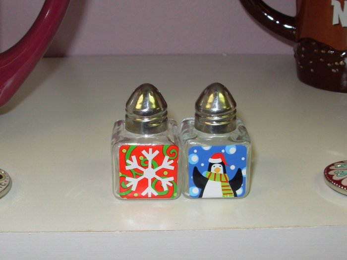 SALT AND PEPPER MINI SHAKERS NEW GANZ CHRISTMAS KITCHEN HOME HOLIDAY DECOR