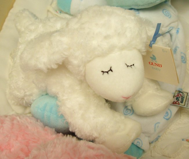 WINKY WHITE LAMB RATTLE NEW BABY GUND MACHINE WASHABLE NEW WITH TAGS