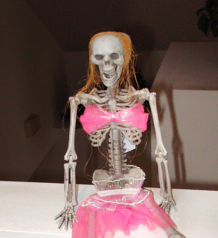 COSTUME SKELETON GIRL HALLOWEEN HANGING SHELF SITTER HOME DECOR NEW
