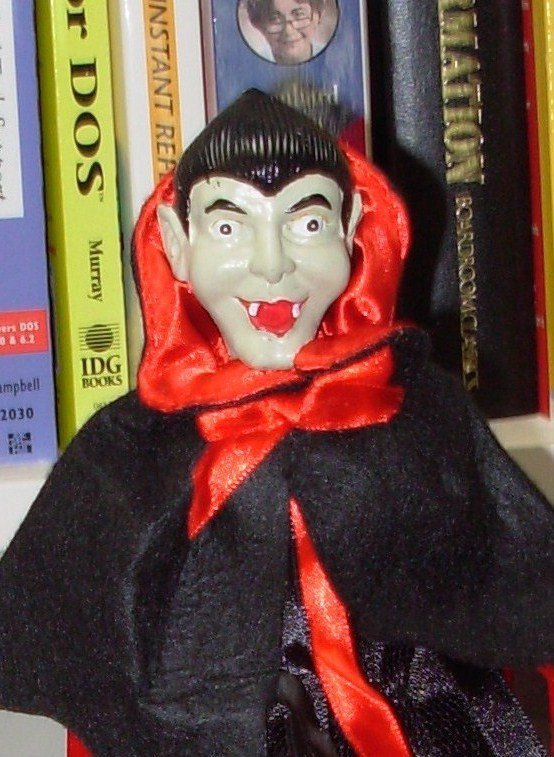 VAMPIRE COSTUME WINE BOTTLE COVER AND CORK BOTTLE STOPPER NEW GANZ HALLOWEEN