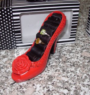 THE FABULOUS SHOE JEWELRY RING HOLDER RED GIFT BOXED NEW GANZ