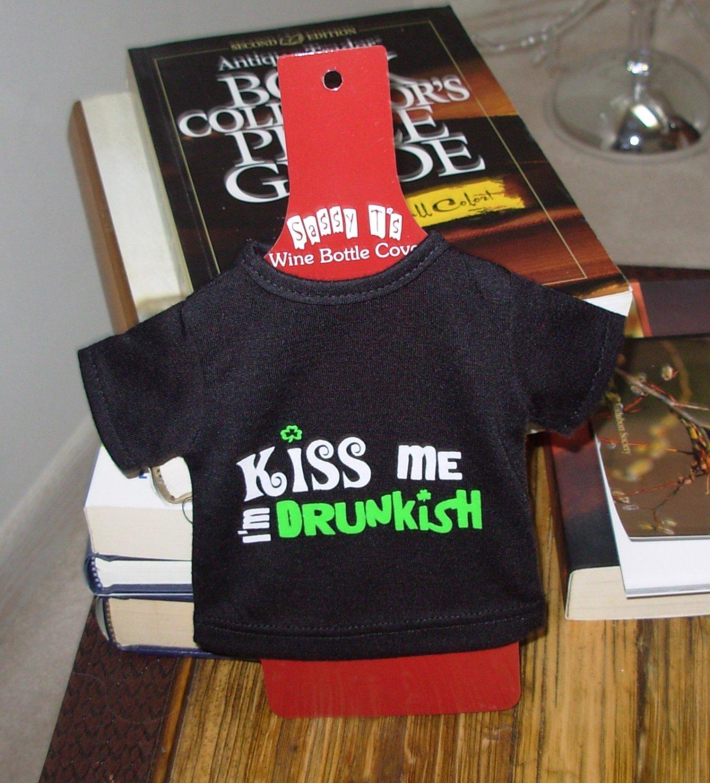 IRISH SASSY TEES WINE BOTTLE COVERS SAYS KISS ME I'M DRUNKISH NEW GANZ BAR HOME GIFT