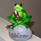 HAPPY HOUR FROG ON WELCOME ROCK KICKING BACK WITH A WINE POLYSTONE FIGURINE NEW GANZ HOME DECOR