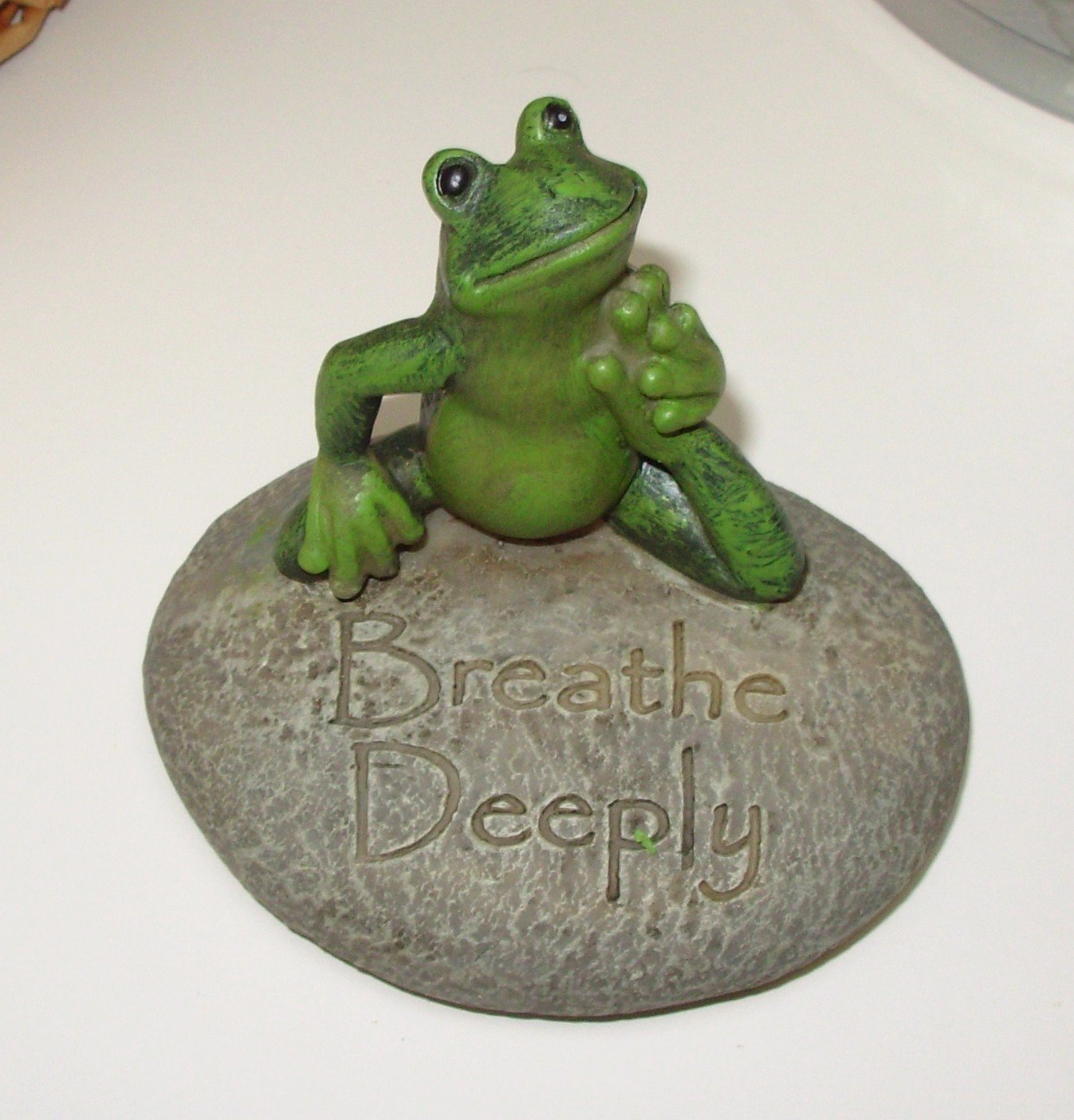 YOGA FROG ON ROCK POSING SAYS BREATHE DEEPLY RESIN FIGURINE NEW GANZ HOME DECOR