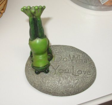 YOGA FROG ON ROCK POSING SAYS DO WHAT YOU LOVE RESIN FIGURINE NEW GANZ HOME DECOR