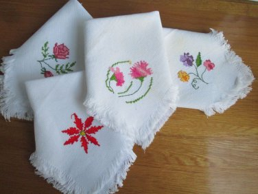 Set of (4) vtg flower emblem hand embroidered small napkins, A++ charming set!!