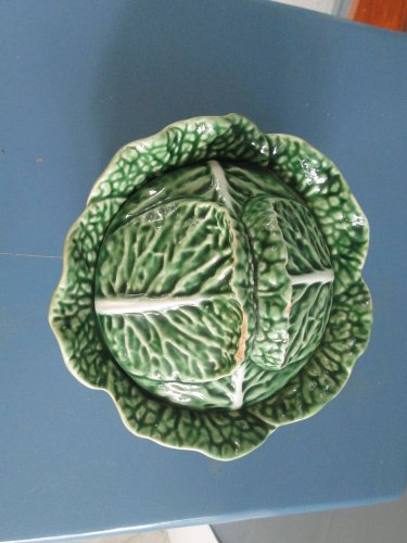 """Bordallo Pinheiro 6"""" covered bowl in olive green cabbage design, lid chipped"""