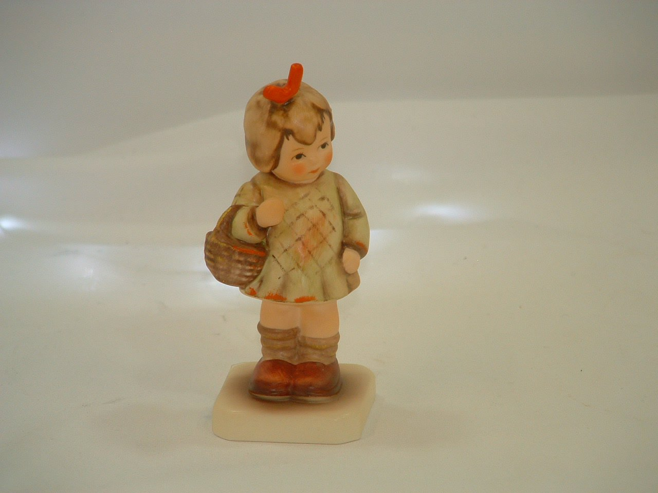 Hummel Goebel Germany I Brought You a Gift Figurine in Box