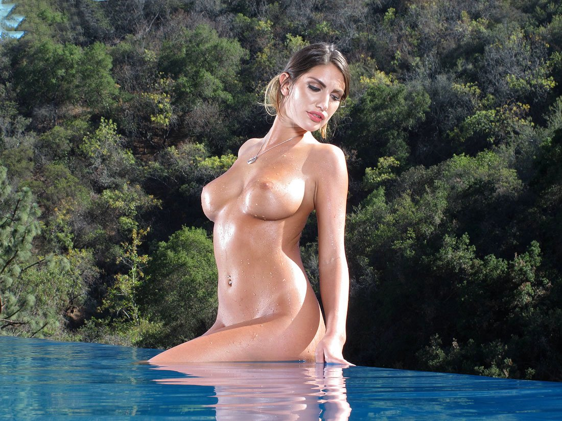 AUGUST AMES Top 10 This Year's Most Popular Pornstars / 8x10 Glossy Finish Photo Print Nr 2
