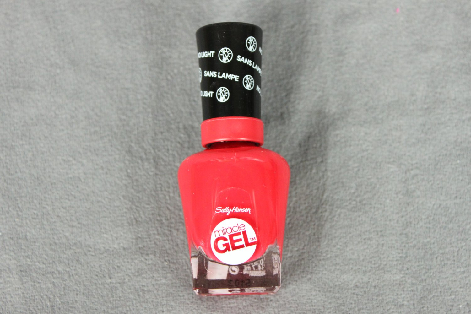 Sally Hansen RED EYE Miracle Gel Nail Polish No Light Required