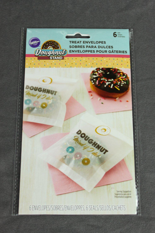 Wilton Doughnut Stand Treat Envelopes