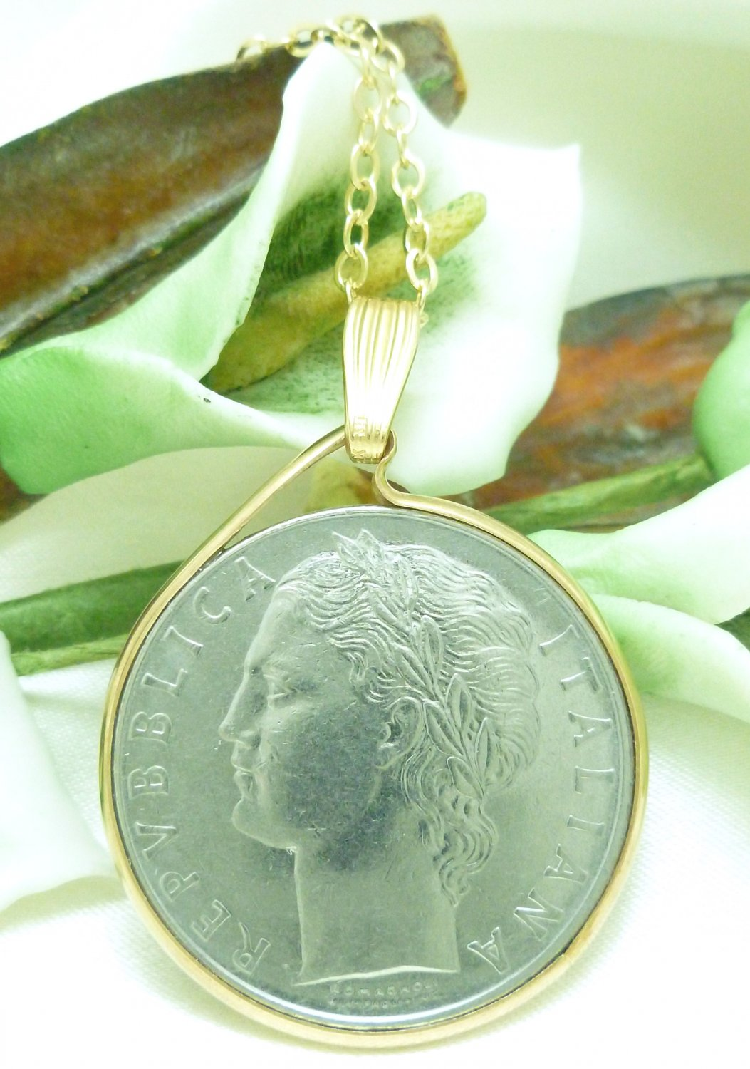 Italian 100 Lire 1976 Coin Pendant Gold Filled Bezel Chain Necklace Coin jewelry