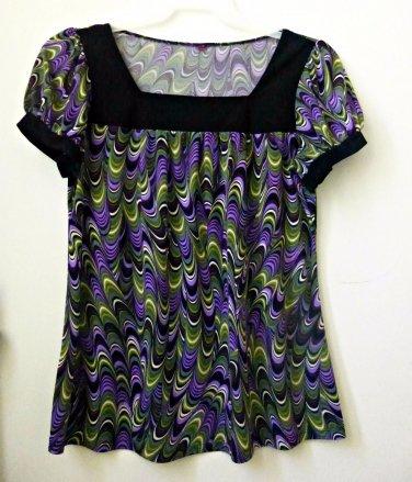 Size M ?? Multi-Color Stretch Short Sleeve Women's Top Square Neck Geometric